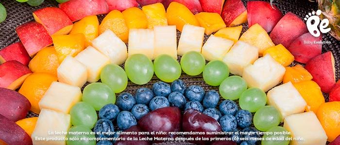 Estimula visualmente a tu hijo con alimentos coloridos - Arcoiris frutal