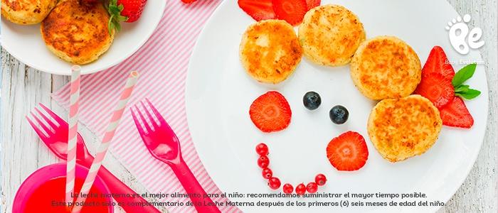 Estimula visualmente a tu hijo con alimentos coloridos - Carita sonriente de queso y fresas