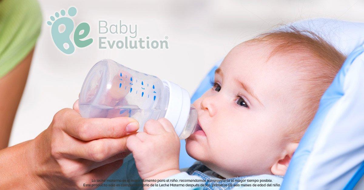 Cómo darle agua a tu bebé en la alimentación complementaria (6 meses)