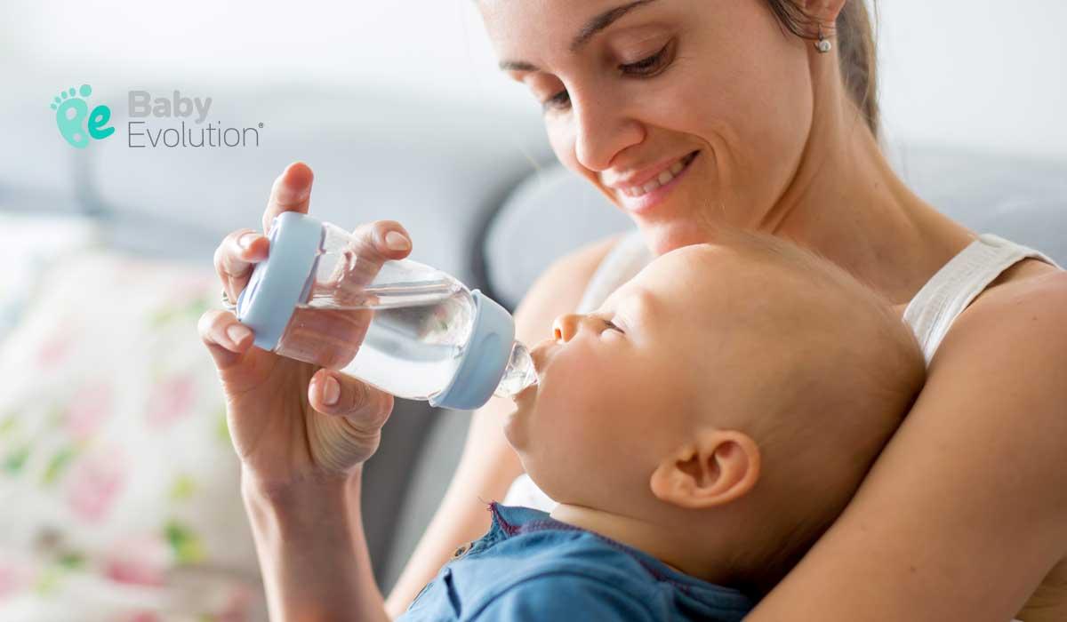 Cómo darle agua a tu bebé